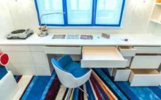 Стол вместо подоконника в комнате